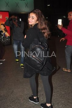 Alia Bhatt and her 'Student of the year' co-star Sidharth Malhotra were clicked at the airport today. Alia And Varun, Student Of The Year, Alia Bhatt, Casual Looks, Leather Jacket, Actors, Celebrities, Cute, Rocks
