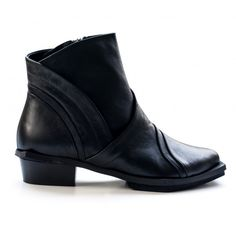 Black boots by Liebling.