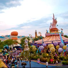 Happy birthday Dr. Seuss!  Here's a picture from Dr. Seuss land at Islands of Adventure, Universal Studios in Orlando, FL