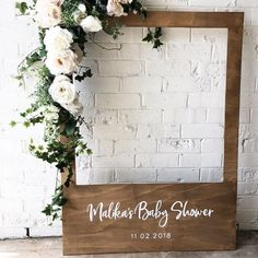 Perfect for a rustic baby shower baby diy - Photo booth frame ! Perfect for a rustic baby shower baby diy - Baby Shower Photo Booth, Boho Baby Shower, Baby Shower Photos, Diy Photo Booth, Baby Shower Winter, Baby Boy Shower, Photo Booths, Baby Shower Garland, Baby Shower Neutral