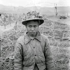 Battle of Dien Bien Phu, History and images of the well-known battle with the Viet Minh in then French Indochina. Well-ordered data, maps, photos, French and Foreign Legion units. Vietnam Vets, North Vietnam, First Indochina War, Indochine, French Colonial, Powerful Images, Paratrooper, American War, Korean War