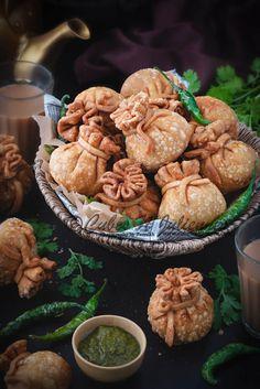 The best veg potli samosa recipe step by step. These crisp vegetable potli samosa aka money bags has Samosas, Vegetable Samosa, Indian Food Recipes, Vegetarian Recipes, Snack Recipes, Cooking Recipes Veg, Easy Veg Recipes, Easy Indian Snacks, Indian Vegetable Recipes