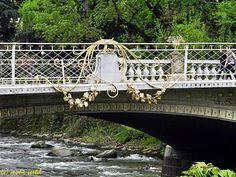 Spiralen ohne Ende # 3 - Reflexionblog gesehen in Meran an der Brücke über die Passer!