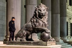 Lion of the Congreso de los diputados -