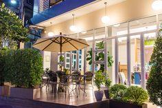 Bangkok City Hotel near Pratunam Shopping Street, Restaurants, Ratchaprarop Airport Rail Link Train, Siam. Bangkok Restaurant, Bangkok Hotel, Garden City Hotel, Urban Rooms, Superior Room, Best Espresso, Shopping Street, Perfect Place, Modern Design