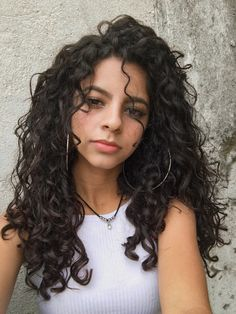 Medium length wave hair is perfect for every woman. No matter your face is round or square. Or whatever your hair is thick or thin either. Medium length wave haircut will look great on you! Curly Hair Tips, Curly Hair Styles, Cute Curly Hair, Curly Hair With Wand, Curly Hair Bangs, Loose Curly Hair, Hair Wigs, Waves Haircut, Wave Hairstyle