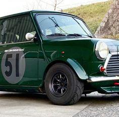 Mini Cooper Classic, Classic Mini, Classic Cars, Old School Cars, Modified Cars, Retro Cars, Mini Me, Cars And Motorcycles, Cool Cars