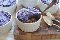 Pin for Later: 21 Reasons to Bust Out a Ramekin Mini Vegetarian Shepherd's Pies Purple potatoes, kale, and lentils make these vegetarian shepherd's pies as hearty as they are colorful. Tasty Vegetarian Recipes, Healthy Recipes On A Budget, Quick Healthy Meals, Easy Healthy Recipes, Delicious Recipes, Clean Eating Diet, Clean Eating Recipes, Vegetarian Shepherds Pie, Cinnamon Health Benefits