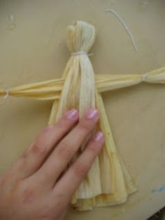 How to Make Corn Husk Dolls | World Turn'd Upside Down
