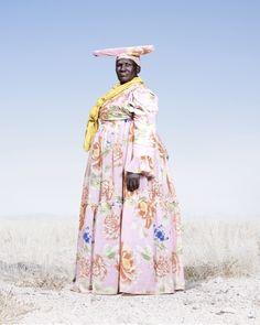 Женщина-гереро в цветном платье, фото 2012 год. Автор фото: Джим Наугтен (Jim…