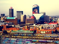 Johannesburg, see those metrorail trains The Beautiful Country, Beautiful Places, Johannesburg City, Out Of Africa, Africa Travel, Capital City, South Africa, Cool Photos, Places To Visit