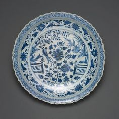 Chinese  Dish with Long-tailed Birds in a Garden, Late Yuan dynasty (1279-1368) or early Ming dynasty (1368-1644), 14th century