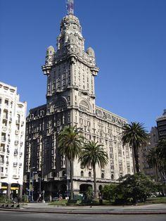 El Palacio Salvo es un edificio emblemático de la ciudad de Montevideo. Fue edificado al impulso de los hermanos empresarios Ángel, José y Lorenzo Salvo; diseñado por el arquitecto italiano Mario Palanti e inaugurado el 12 de octubre de 1928.