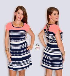 Vestido de rayas combinado con neón. www.kafashioncr.com
