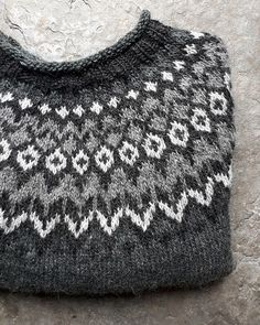 Ravelry: Project Gallery for Riddari pattern by Védís Jónsdóttir Crochet Crafts, Knit Crochet, Norwegian Knitting, Icelandic Sweaters, Summer Cardigan, Sweater Knitting Patterns, Nordic Style, Summer Tops, Fair Isles