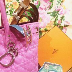 #pure #miscelanea !! We love #brands We love #bags We love #accesories and We love #fridays ❤️❤️❤️❤️❤️❤️❤️❤️ @cblbags #dior #hermes #dolcegabbana #emiliopucci #vintage #trendy #bags #foulards #prints #cannage #diorbag #hermesbox #nicethings #luxury #luxuryitems #lookwhatwehavehere #showroom #barcelonashowroom #webuyandsell #prelovedbag #preloveditem #colors #paseodegracia #barcelonashops #luxuryvintage