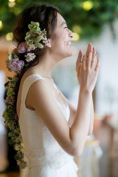ヘアよりも長いフラワーヘッドドレスで♡ ウェディングドレス・カラードレスに合う〜ラプンツェルみたいな花嫁衣装の髪型一覧〜