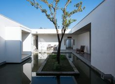 Image 4 of 26 from gallery of Zhu'an Residence / Zhaoyang Architects. Photograph by Hao Chen