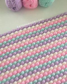Crochet Knitted Baby Blanket Making Crochet Bobble Blanket, Crochet Blanket Patterns, Baby Knitting Patterns, Fluffy Blankets, Knitted Baby Blankets, Manta Crochet, Crochet Baby, Diy Crafts Knitting, Popcorn