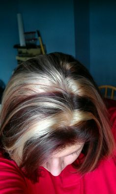 Super chunky, bright blonde highlights with deep mahogany color,I loved my hair like this. Mahogany Highlights, Chunky Blonde Highlights, Mahogany Color, Bright Blonde, Hair Color Highlights, Caramel Highlights, Summer Hairstyles, Cute Hairstyles, Wedding Hairstyles