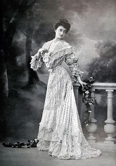 Robe d'après-midi par Redfern, 1904.