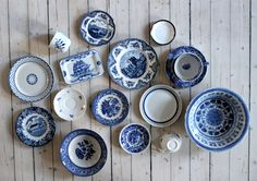 """Don't drink from the blue-laced teacups! Spanish Apartment, House By The Sea, White Cottage, Scandinavian Modern, Dream Decor, Vintage China, Second Hand, Plates On Wall, Decorative Plates"