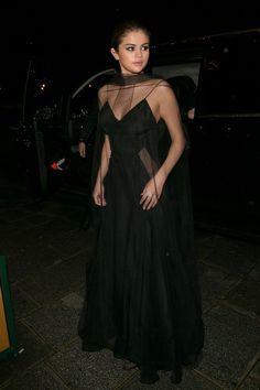 Selena Gomez 13 looks en 4 días : ELLE