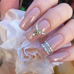 This series deals with many common and very painful conditions, which can spoil the appearance of your nails. SPLIT NAILS What is it about ? Nails are composed of several… Continue Reading → Fancy Nails, Bling Nails, Gold Nails, Pretty Nails, My Nails, Gold Glitter, Birthday Nail Designs, Birthday Nail Art, Queen Nails