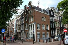 Crooked House, Amsterdam Houses, Corner House, Walking Tour, 17th Century, Places To See, Netherlands, Holland, Street View