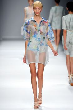 Cacharel Spring 2013 Ready-to-Wear Fashion Show - Juliana Schurig (Elite)