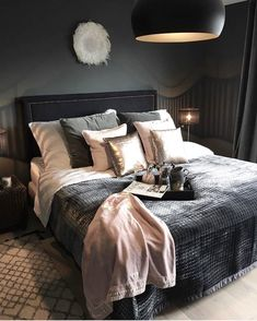 Bedroom ideas for modern to rustic schemes. Tips and tricks for creating a master bedroom decor. Dream Rooms, Dream Bedroom, Home Bedroom, Master Bedroom, Bedroom Wall, Bedroom Inspo, Bedroom Ideas, Bedroom Designs, Home Decor Ideas