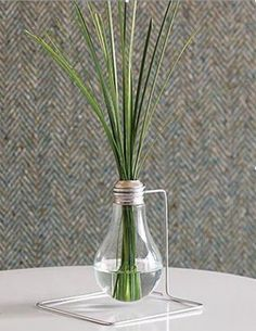 One vase — so many romantic options for wedding decoration ideas . Heart Vase for Wedding Modest Homespun Creations: Vase and Apathoca. Diy Flowers, Flower Vases, Flower Arrangement, Flower Diy, Rare Flowers, Flower Pots, Recycled Light Bulbs, Recycled Lamp, Light Bulb Vase