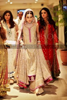 beautiful valima outfit! Pakistani wedding clothes