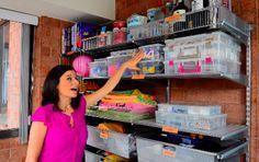 Testez ces 14 astuces que nous avons trouvé pour ranger au mieux votre maison et ne pas perdre 1cm de rangement! Comment faire ? 1/Diviser pour mieux régner ! Envisagez de ranger vos ustensiles de cuisine à la verticale pour gagner à la fois de l'espace et du temps. 2/Pour retenir les ballons (ou tout …