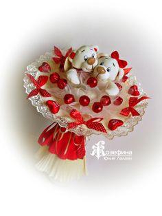 Sweet idea - no tutorial Candy Bouquet Diy, Diy Bouquet, Chocolates, Valentines Day Bears, Valentine Gifts, Valentine Chocolate, Chocolate Gifts, Flower Box Gift, Candy Boutique