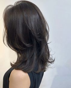 25 Best Layered Haircuts for Women Medium Length Layered Hairstyles : 25 Best Layered Haircuts for Women Medium Length Layered Hairstyles Medium Length Hair With Layers, Medium Layered Hair, Medium Hair Cuts, Medium Hair Styles, Long Hair Styles, Shoulder Length Layered Hairstyles, Medium Permed Hairstyles, Haircut Medium, Medium Long Hair