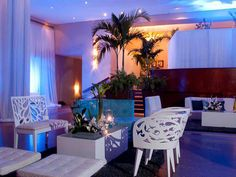 white by candelero lounge