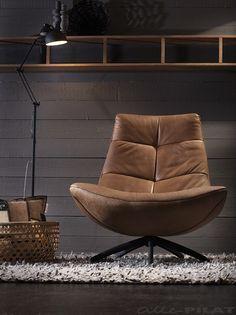 Leren fauteuil Reflex met zwarte draaipoot in cognac kleur leder