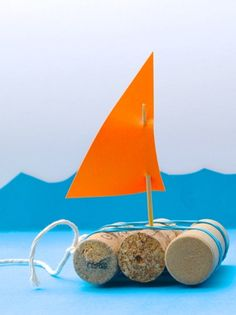 DIY Mini bateau à fabriquer dans lesprit upcylcing Diy For Kids, Gifts For Kids, Small Boats, Diy Toys, Childcare, Activities For Kids, Diy And Crafts, Objects, Camping Car