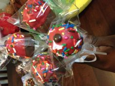 Cupcake Cakepop with vanilla cream cheese frosting ! All packaged for friends