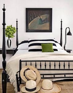black and white bedroom | ... bedroom design inspirations black and white bedrooms black and white