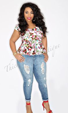 Thick Chic Boutique// Super Cute Summer or Spring Outfit// Plus Size Fashion// Curvy Girls// Curvy Girl Fashion