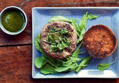Hambúrguer Gourmet: aprenda a preparar lanches diferentes de tudo o que você já provou - Salgados - Receitas - CLAUDIA - VOCÊ INTEIRA