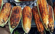 Save me a piece of that corn! Save me a piece of that corn for later! Mexican Dishes, Mexican Food Recipes, Spanish Recipes, Chicharron Preparado, El Salvador Food, Honduran Recipes, Honduras Food, Nicaraguan Food, Recetas Salvadorenas