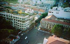 Doç. Dr. Ulaş Başar Gezgin: Vietnam Ho Çi Min Kenti Gezi Rehberi (Görsel: Dong Khoi Street) http://kolajart.com/wp/2015/09/02/doc-dr-ulas-basar-gezgin-vietnam-ho-ci-min-kenti-gezi-rehberi/