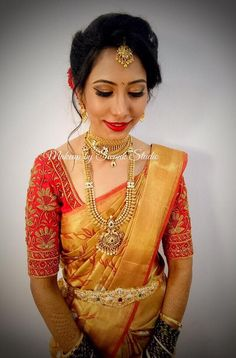 Hair red gold makeup looks best Ideas Marathi Bride, Hindu Bride, Sari Blouse Designs, Bridal Blouse Designs, South Indian Bride, Indian Bridal, Malayali Bride, Gold Silk Saree, Gold Makeup Looks