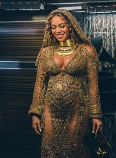 Beyonce performs live at The Grammy Awards at STAPLES Center on February 12 2017 in Los Angeles California Singing Love Drought Sand Castles singing beyonce singing Estilo Beyonce, Beyonce Style, Beyonce Knowles Carter, Beyonce And Jay Z, Beyonce Pics, Beyonce Photoshoot, Destiny's Child, Grammys 2017, Jennifer Lopez