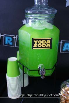 21 Star Wars Birthday Party Ideas to Feel the Force <br> You don't need to be Yoda to throw a great Star Wars themed birthday bash. These 21 Star Wars birthday party ideas will have you hosting the best party ever Star Wars Baby, Theme Star Wars, Star Wars Food, Girls Star Wars Cake, Star Wars Pinata, Girls Star Wars Party, Star Party, Birthday Star, Birthday Bash