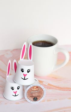 Make K-Cup Pod Easter bunnies with your Silhouette for friends to put a little hop in their step. pitterandglink.com