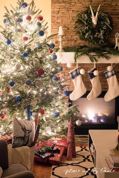 Have A Merry and Bright Christmas With These Decorating Ideas Christmas Lights Inside, Beautiful Christmas Trees, Blue Christmas, Christmas 2015, Merry Christmas, Christmas Tree Inspiration, Christmas Decorations, Holiday Decor, Merry And Bright